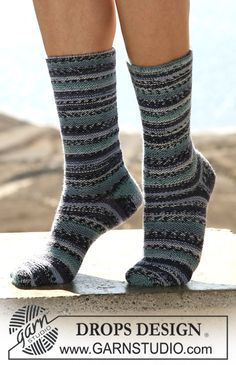 """Calcetas (medias) DROPS en """"Fabel"""", tejidas de ida y vuelta en agujas. ~ DROPS Design"""
