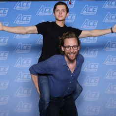 Tom Hiddleston and Tom Holland ACE Comic Con June 2018 - Neko konerko! Tom on Tom! Marvel Dc, Marvel Actors, Marvel Movies, Loki God Of Mischief, The Avengers, Thomas William Hiddleston, Tom Hiddleston Loki, Tony Stark, Fangirl