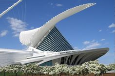 Milwaukee Art Museum (MAM) is located on Lake Michigan. Established in 1888. The white concrete Quadracci Pavilion(shown above), was designed by Santiago Calatrava and constructed on the museum property in 2001.