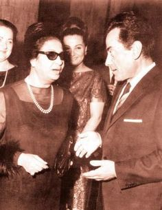 umm kalthoum with one of the most famous singers Farid Elatrash Old Pictures, Old Photos, Arab Celebrities, Egyptian Actress, Sumo, Old Egypt, Arab Women, Famous Singers, Rare Photos