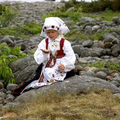 Åmlibunaden - Magasinet BUNAD Folk Costume, Costumes, Beautiful Norway, Traditional Outfits, Finland, Denmark, Sweden, Contrast, Southern