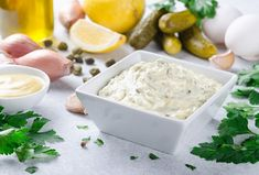 A delicious remoulade goes well with various dishes, making it a worthwhile addition to your cooking arsenal. Get the recipe for this simple yet delicious sauce today. Homemade Mayonnaise, Homemade Salsa, Salsa Curry, Homemade Mustard, Healthy Diet Plans, Meal Planner, Calorie Diet, Food Cravings, Eating Habits