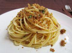 Spaghetti Mollica e Acciughe (co sugu babbu) Rigatoni, Penne, Linguine, Pasta Aglio E Olio, Pasta Pan, My Favorite Food, Favorite Recipes, Pasta Noodles, Mets