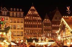 I LOVE the Weinachtsmarkt in Frankfurt...  It's been too long since we've been.