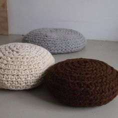 make a mega-crochet pouf//make a mega-crochet pouf - this instructable is…