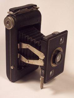 1937-1948 Eastman Kodak Jiffy Kodak Six-20 Series II Folding Rollfilm Camera only $ 45..love these old cameras.