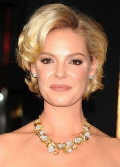 28 Elegant Short Hairstyles for Mother of The Bride - Cool: