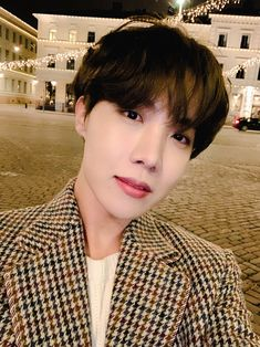Uploaded by 𝔤𝔬𝔩𝔡𝔢𝔫 𝔦𝔡𝔬𝔩 ⁷̶. Find images and videos about kpop, bts and jungkook on We Heart It - the app to get lost in what you love. Foto Bts, Bts Photo, Jung Hoseok, Mixtape, Park Ji Min, Gwangju, Bts J Hope, K Pop, J Hope Twitter
