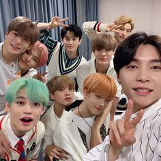 jaehyun and johnny with nct dream Nct 127, Johnny Seo, Nct Johnny, Winwin, Taeyong, Haikyuu, Nct Group, Images Gif, Nct Life