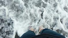 발을 시원하게 어루만져주는 이 바다...  우중충하고 덥지만...  마음만은 시원한 하루 되시길 바랍니다^^