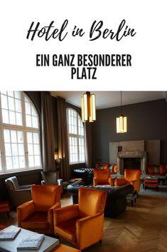 Das Oderberger liegt in perfekter Lage – und trotzdem sehr leise – am Prenzlauer Berg, mit ganz viel lebendigem Kiez vor der Tür. das Hotel befindet sich in einem sehr wuchtigen und aufwendig renovierten Gebäude eines umgebauten DDR-Stadtbades mit Schwimmhalle. #berlin #hoteltipp #prenzlauerberg #designhotel #reiseblog #befifty