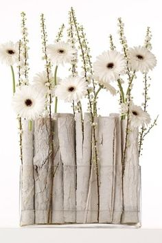 white arrangement to welcome winter Creative Flower Arrangements, Modern Floral Arrangements, Ikebana Arrangements, Winter Flower Arrangements, Deco Floral, Arte Floral, Floral Design, Corporate Flowers, Flower Decorations