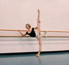 Dance Photography Poses, Dance Poses, Dance Picture Poses, Dance Tips, Ballet Pictures, Dance Pictures, Dance It Out, Just Dance, Flexibility Dance