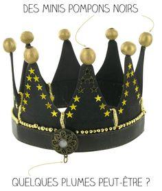 Les grosses perles en bois peintes sont collées,il ne reste que quelques finitions sur lesquelles je tâtonne : Pour revoir le début de la construction c'est ici : Couronne diy D'autres idées à découvrir :Couronne éléganceJe veux faire des couronnesDes flèches fluoCostume indien IIDino oeuf K….r Diy For Kids, Crafts For Kids, Arts And Crafts, Couronne Diy, Fabric Crown, Royal Art, Diy Crown, Dragon Party, Christmas Crafts