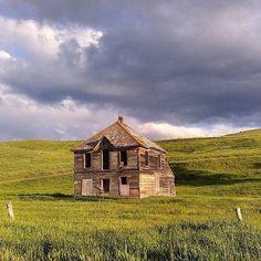 """Cabane abandonnée à Chesaw Washington  Photo de @crabcaketime  Share the love visitez sa galerie! ------------------------------------------- Rejoignez la communauté et tagguez vos photos #francaisauxusa pour être """"featured"""" et n'oubliez pas d'indiquer le  lieu  ! -------------------------------------------- #francaisauxusa #françaisauxusa #frenchexpat #frenchintheusa #usa #voyageusa #discoverusa #travelusa #travelamerica #amerique #exploreusa #bestofusa #neverstopexploring  #ghosttown…"""