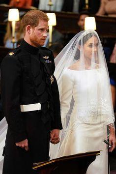 Royal Wedding Prinz Harry und Meghan Markle heirateten am Mai Royal Wedding Gowns, Wedding Dress Trends, Royal Weddings, Elegant Wedding Dress, Designer Wedding Dresses, Harry And Meghan Wedding, Harry Wedding, Wedding Day, Wedding Ceremony