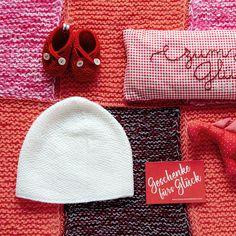 Für mich gehört zum Glück in jedem Fall warme Füße.     #babyschuhe #handmade #pure #cute #firstshoes #handmadeinvienna #zumglueckgeboren #merino #wool #firststep #warm #cosy #baby #bestpresentever #firstvisit #babyshower Knitted Hats, Crochet Hats, Knitting, Matching Couples, Handarbeit, Cotton, Gifts, Knitting Hats, Tricot
