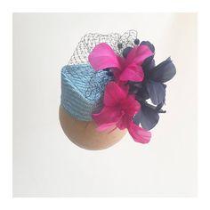 Hoy os dejamos una idea para vuestros #canotier con #preservadas #sombrero #tocado #wedding #boda #invitadaperfecta #invitadasconestilo