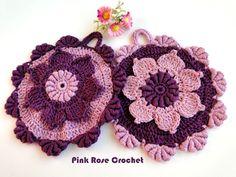 Pega Panelas Flor com Ponto Rococó crochet potholders with bullion stitch edging