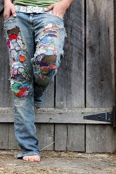 Love em boho gypsy folk patchwork jeans bring new life to those denims you thought beyond saving foe lazy sundy everyday wear Boho Gypsy, Hippie Boho, Bohemian Style, Boho Chic, Hippie Jeans, Mode Hippie, Mode Boho, Kleidung Design, Estilo Hippie