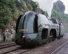 "Belgian ""Atlantic"" Class streamline steam locomotive."
