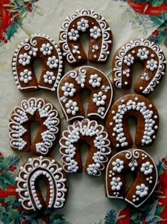 пряник Snow Cookies, Lace Cookies, Cupcake Cookies, Gingerbread Decorations, Christmas Gingerbread, Gingerbread Cookies, Christmas Desserts, Christmas Baking, Christmas Cookies