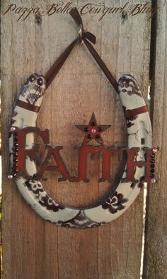 This is a cute take on hanging a horseshoe. Horseshoe Projects, Horseshoe Crafts, Horseshoe Art, Metal Projects, Metal Crafts, Diy And Crafts, Craft Projects, Projects To Try, Arts And Crafts