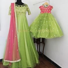 Mom Daughter Matching Outfits, Mommy Daughter Dresses, Mom And Baby Dresses, Mother Daughter Fashion, Girls Frock Design, Long Dress Design, Kids Frocks Design, Baby Frocks Designs, Girls Dresses Sewing