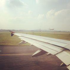 여행의 시작은 아무래도 비행기의 이륙