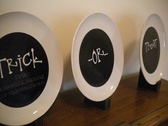 Dollar Store Plates + Chalkboard or black paint + Chalk or White Painted sayings = cheap awesome Seasonal Decor Halloween Plates, Diy Halloween Decorations, Spooky Halloween, Holidays Halloween, Halloween Crafts, Halloween Ideas, Halloween Kitchen, Halloween Goodies, Halloween Activities