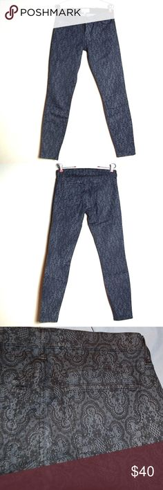 Current/Elliot 'The Ankle' Print Antique Lace Jean Pants are in great condition. No flaws Current/Elliott Jeans Skinny