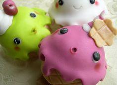 Cupcakes decorati con pasta di zucchero Kawaii ice-cream cupcakes