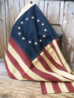 Primitive Colonial Cotton 28 x 17 Betsy Ross 13 Stars American Aged flag American Pride, American History, American Flag, Patriotic Images, Flags For Sale, I Love America, Apps, Tea Stains, Old Glory