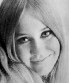 "by the end of 1967 the first singles in Sweden, Agnetha. This includes the two songs recorded by the band Sven-Olof Walldoffs Jag var så kär """" and ""Följ med mig""-. The Topplistan ""Jag var så kär"" peaked at # 1. ""I took pills to keep my nerves. His legs were shaking and I felt very stupid. Sven-Olof Walldoff was the conductor, and he helped me. When I heard the songs for the band I thought that dream. """