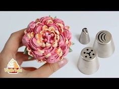 ✅ How to use this Russian Piping Tips to make a beautiful complex flower 😍🌸 Cupcake Frosting Tips, Cupcake Piping, Fondant Icing, Cupcake Cakes, Fondant Baby, Fondant Cakes, Buttercream Flowers Tutorial, Frosting Flowers, Fondant Tutorial