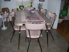 Vintage Kitchen beautiful pink, black, and gold dinette all original seats and seats W - Readers share photos of their gorgeous and colorful vintage kitchen dinette sets -- see all 217 photos that showcase sets in a rainbow of colors! Retro Kitchen Tables, Kitchen Dinette Sets, Retro Table, Vintage Table, Vintage Kitchen, Vintage Decor, Retro Chairs, Retro Vintage, Kitchen Decor