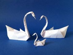 Easy origami swan tutorial: how to breath life in the traditional origami swan model!