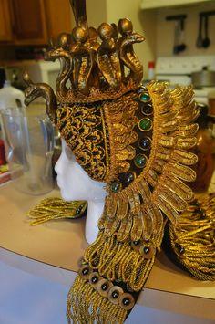 Elizabeth Taylor's headpiece worn in Cleopatra Cleopatra Headdress, Egyptian Headpiece, Cleopatra Costume, Egyptian Costume, Egyptian Jewelry, Egyptian Party, Elizabeth Taylor Cleopatra, Greek Goddess Costume, Egyptian Goddess