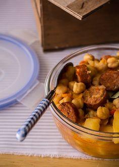 #Guiso de #garbanzos con chorizo para comer bien también fuera de casa