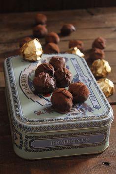 Creo que nací con un paladar apropiado para el chocolate y me dí cuenta desde niña.  Nunca os he contado que no me gustaba veranear en...