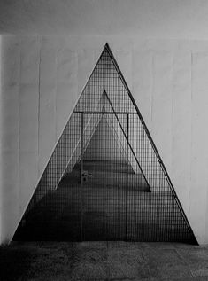 Mesh framed triangle cut out.kind of scaring though. Amazing Architecture, Art And Architecture, Architecture Details, Design Process, Windows And Doors, Textures Patterns, Interior And Exterior, Facade, Triangle