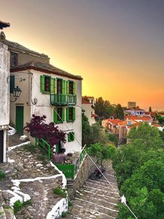 Chora, Alonissos I so 💙 it here Beautiful Buildings, Beautiful Places, Santorini Villas, Myconos, Places In Greece, Greek Beauty, Skiathos, Greece Islands, Europe