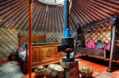 Yurt in Manchuria, China or Mongolia. Yurt Living, Tiny Living, Luxury Yurt, Yurt Interior, Yurt Home, Interiors Magazine, Natural Homes, Round House, Mongolia