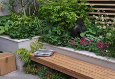 Wenn der Platz begrenzt ist, sind besondere Lösungen gefragt. Kombiniert zum Beispiel eine Sitzbank mit einem Hochbeet - der OBI Ratgeber zeigt euch, wie es geht!