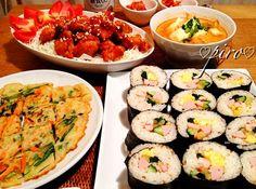 こんばんは。昨夜に続き韓国料理の夕食です。 韓国海苔巻きは 卵焼き、カニかま、ほうれん草、沢庵、キュウリ、魚肉ソーセージが入ってます。ご飯にごま油、炒りごま、塩を混ぜ込み、日本の海苔で巻きました。  チヂミはすりおろしじゃがいも入りです - 139件のもぐもぐ - 韓国海苔巻き、ニャンニョムチキン、ニラと人参のじゃがいもチヂミ、スンドゥブチゲ  Nori maki Korea. Nyan Nyomu chicken. Korean pancake potato leek and carrot. Sundubu soup by 0987hiropon