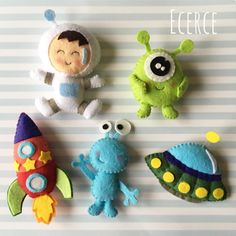 Little space people Baby Crafts, Felt Crafts, Fabric Crafts, Diy And Crafts, Sewing Toys, Sewing Crafts, Sewing Projects, Felt Patterns, Felt Fabric