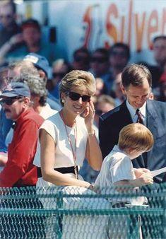 The British Formula 1 Grand Prix - July 10, 1994 Diana and Will Princess Diana Family, Royal Princess, Princess Of Wales, Lady Diana Spencer, Princesa Diana, Prince William And Harry, Prince Harry, Prince Charles, British Grand Prix