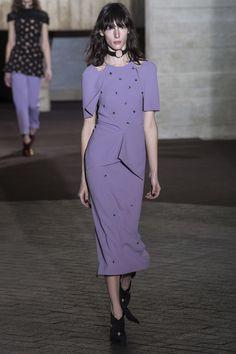 Roland Mouret Fall 2017 Ready-to-Wear Fashion Show - Karolina Laczkowska