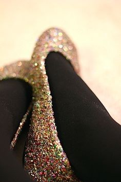 Glitter shoes! #DIY #Shoes dreaming-of-diy