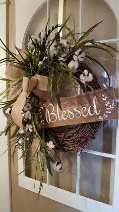 LINK DOES NOT GO TO WREATH.  Love the wreath, would be cute to do. Farmhouse wreath, cotton wreath, rustic wreath, natural wreath, farmhouse decor, front door wreath, home decor wreath, country wreath, kitchen wreat .. #countryhomedecoratingfarmhouse
